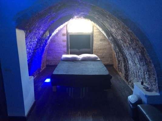 חדרים דיסקרטיים בתל אביב- ברחוב בן צבי. החדרים מעוצבים בכל הדרוש לשעות של אהבה. רק 120 ש